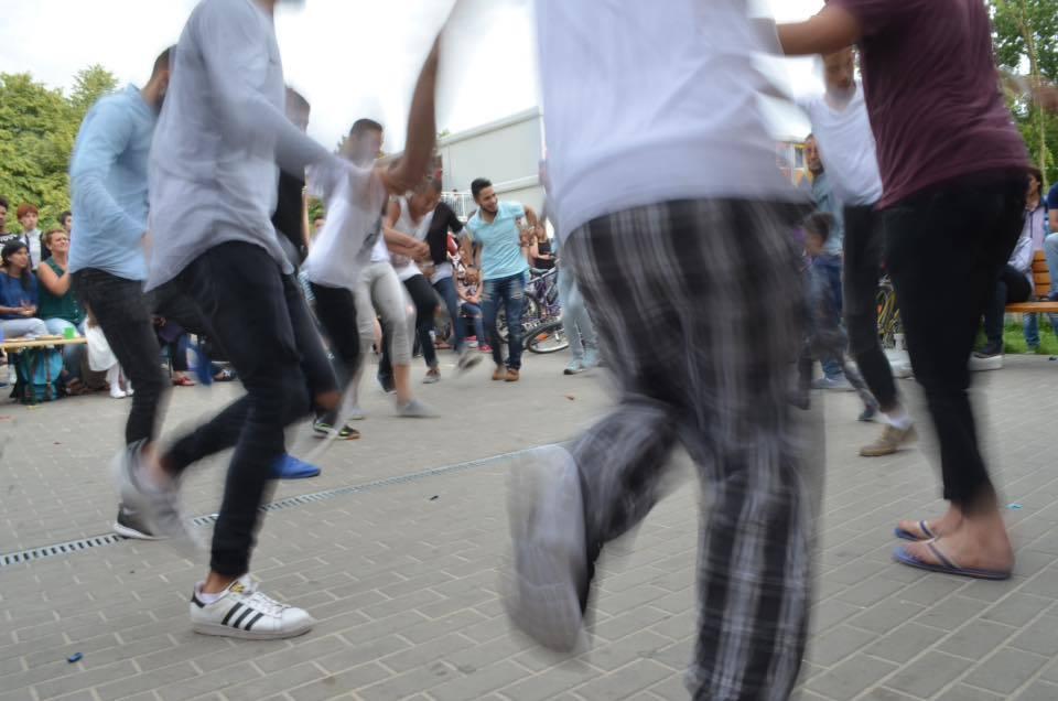 Einander besser kennenlernen bei Tanz und Musik