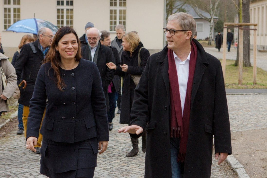 Berliner Bildungssenatorin Sandra Scheeres mit Projektinitiator Andreas Dahlke.