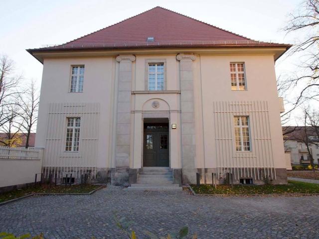 LHQ - Haus 13